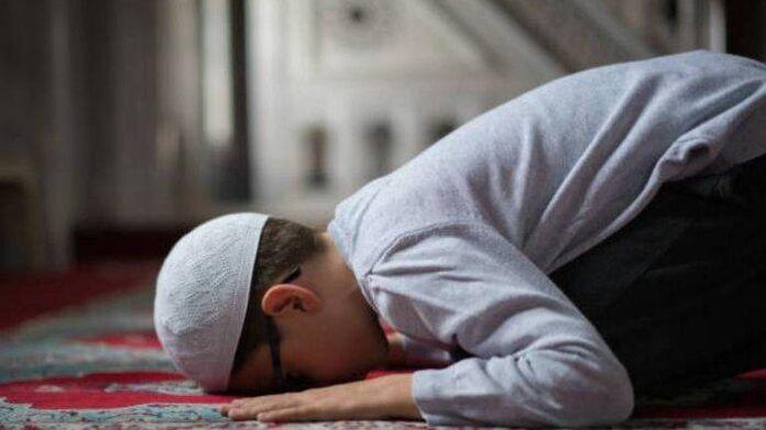 sholat tarawih di rumah