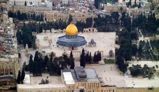 Jamaah Muslim Tetap Beribadah di Masjid Al Aqsa